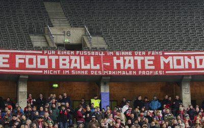 Samstag halb Vier – Fußball, Bratwurst, Bier.